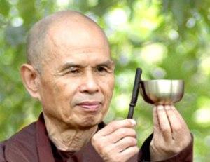 תיקון עולם כשילוב של פעילות רוחנית ופעילות הגשמית. טיך נאת האן.